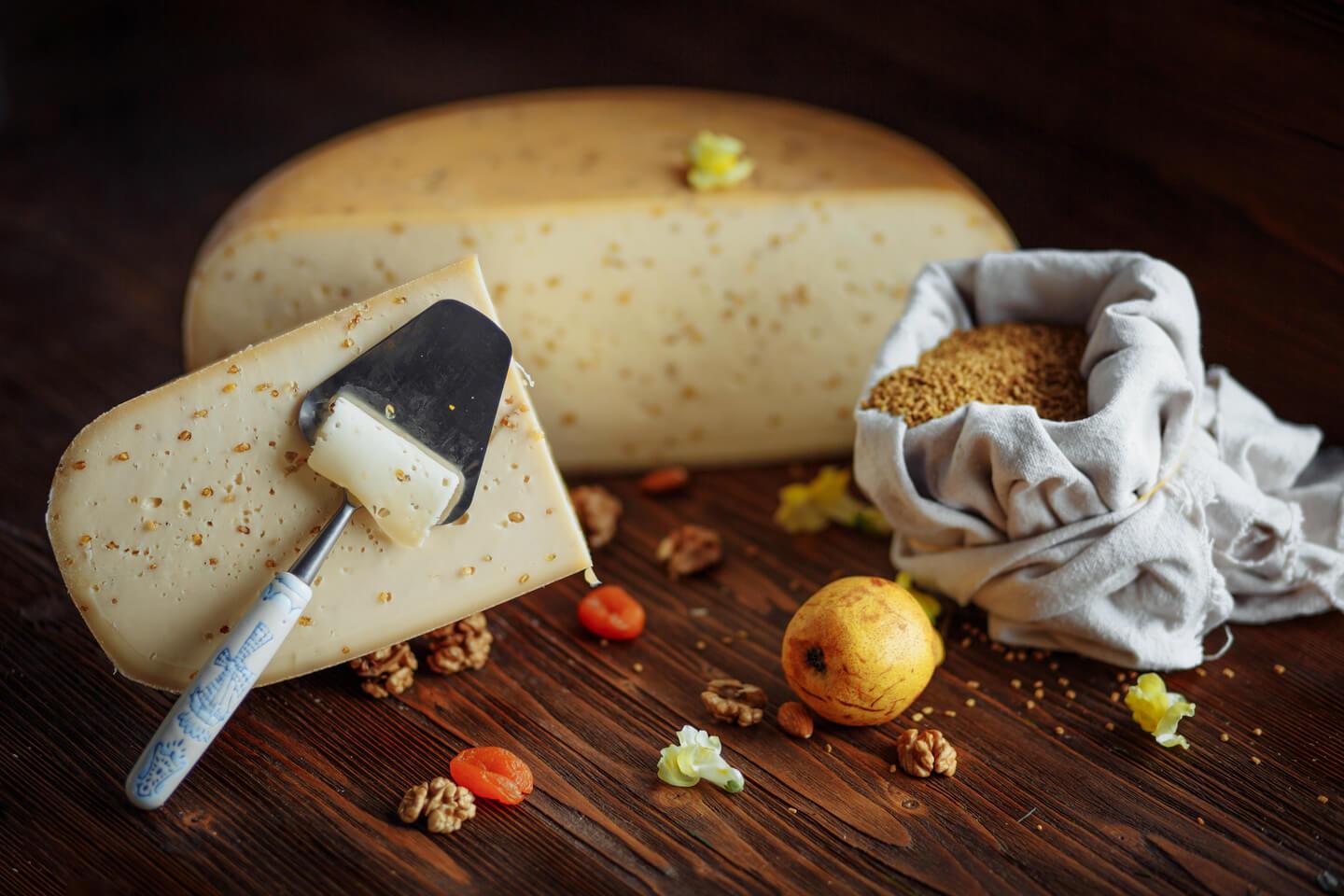 Сир з Фенугреком (пажитником) фас. т/у ТМ Європейська сироварня